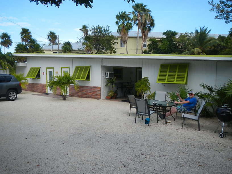 Front of the Ranch House Hotel on Marathon Key: spontaneous choice, stroke of luck!