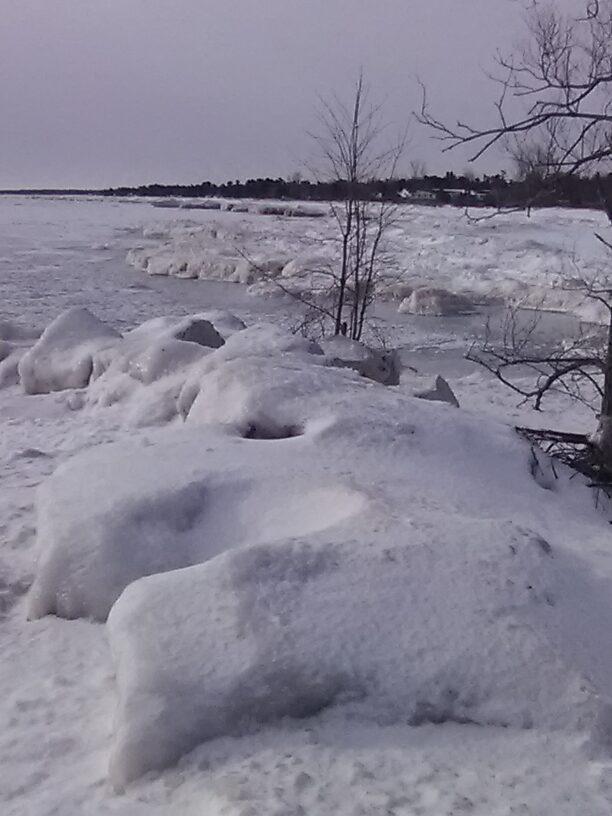The (frozen) shore of Lake Huron